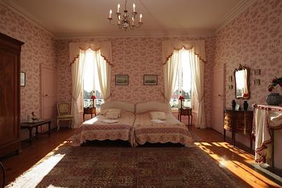 Chambres D Hotes Au Chateau En Vendee Piscine Interieur Chauffee