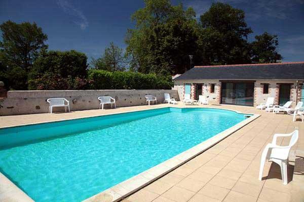 location gites avec piscine int rieure chauff e vend e. Black Bedroom Furniture Sets. Home Design Ideas
